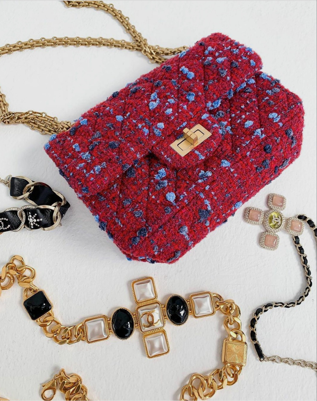 Red handbags, shoulder bags and clutch bags