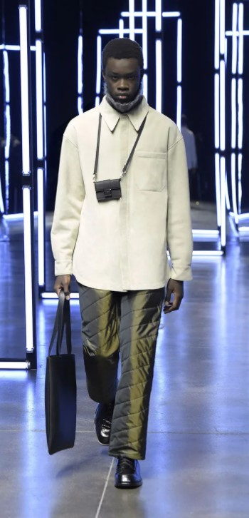 Men's outfits, colours and bags for AW'21